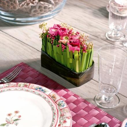 Classy contemporary table design